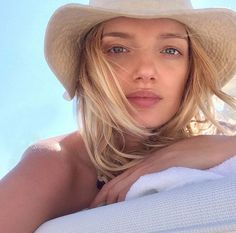 Lily Donaldson looking relaxed and stunning!