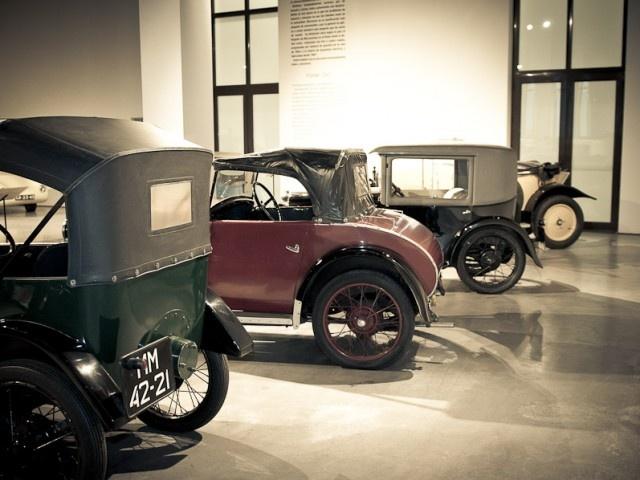 Coches populares en el Museo Automovilístico de Málaga.
