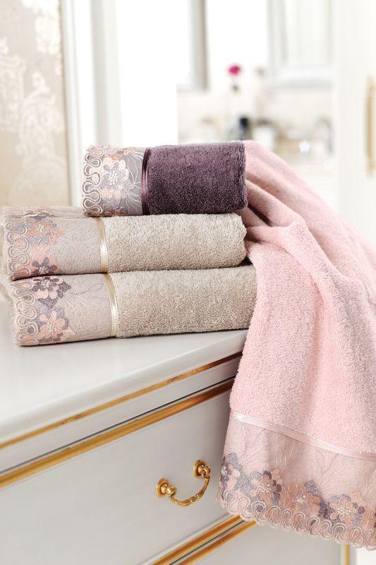 Skvost vo Vašej kúpeľni, to sú osušky LALEZAR. Už na prvý pohľad Vás upútajú veľmi zaujímavé farebné odtiene, ktoré v kombinácii s výšivkou v podobne ladenom tóne vyzerajú skutočne luxusne.