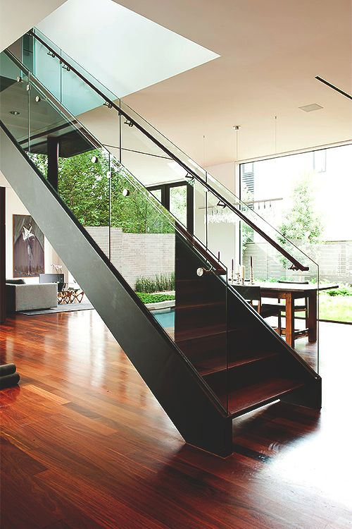 Clear Glass Staircase | dD