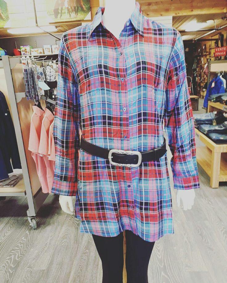 Cette chemise longue ira idéalement sur un collant ou un jean. Venez l'essayer !
