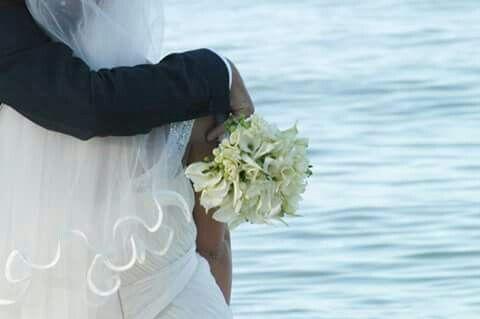 """""""il tuo si in spiaggia"""" #love#amore#wedding#location#see#photographer#fotografie#momentifelici#emozioniuniche#rossaranciofotografia www.rossarancio.it"""