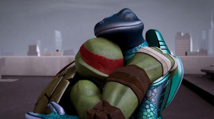 Traje Súper Ninja Rafael: es un traje utilizado por Rafael para la batalla final contra el Clan del Pie. Luego de que Super Destructor asesinara al padre y sensei de las Tortugas el equipo concluye en que llegó el momento de detener a ese monstruo de una vez por todas. Equipados con nuevas armaduras y un nuevo armamento, las cuatro Tortugas se dirigen al escondite del enemigo para su batalla final. Es así que Rafael al igual que los demás crea su propio atuendo de guerra.