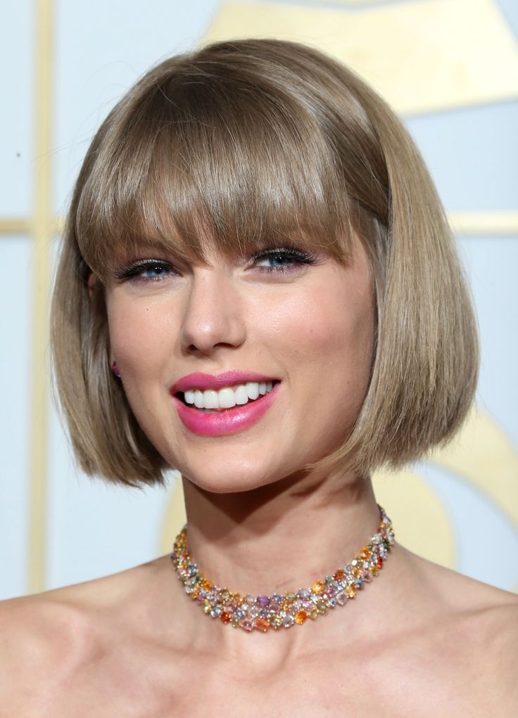 NYLON: Taylor Swift Is A Bleach Blonde Bombshell On The Cover Of 'Vogue'