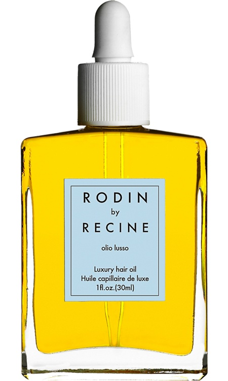 For the perfect low pony, hydrated hair is a must. Rodin's Olio Lusso should be considered a beauty staple for any style, but it is especially helpful for that high-gloss finish. #beauty