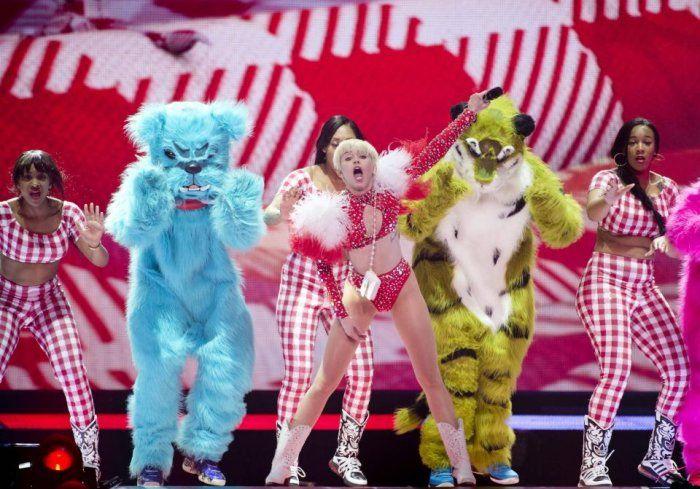 Ci sorprende che il #BangerzTour di #MileyCyrus sia così hot?
