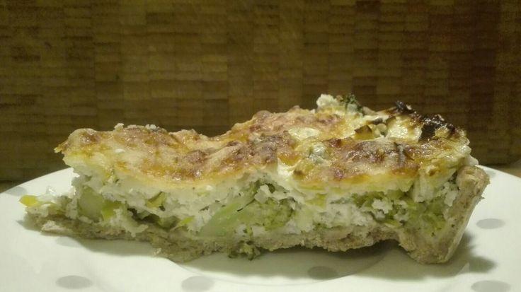 Quiche ohne Ei & Sahne:  -Teig aus Dinkelvollkorn, Salz & Wasser  -Füllung aus Magerquark, etwas Gouda, Haferflocken, Brokkoli & Lauch