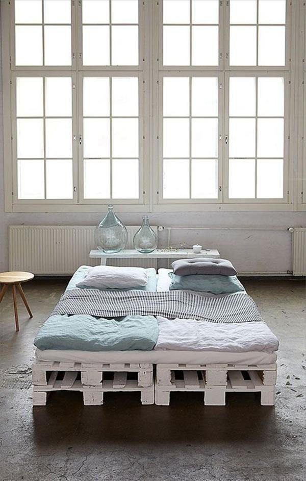 Diy 20 pallet bed frame ideas queen size diy bed frame for Pallet bed frame queen