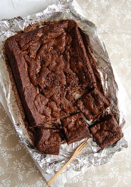 This page starts with Lemoncello bars (yum!) and includes Toblerone brownies (get out!) Scroll for lots of delicious things.