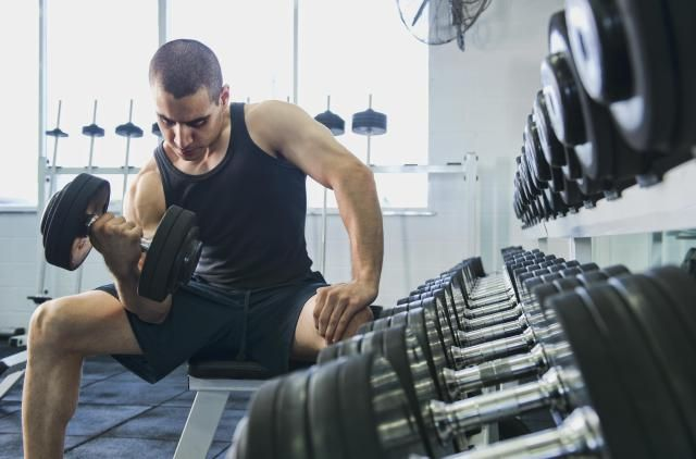 Lifting weights can help you lose fat, slim down and get strong...but only if you're lifting enough to challenge your body. Learn how much weight you should be lifting to lose weight.