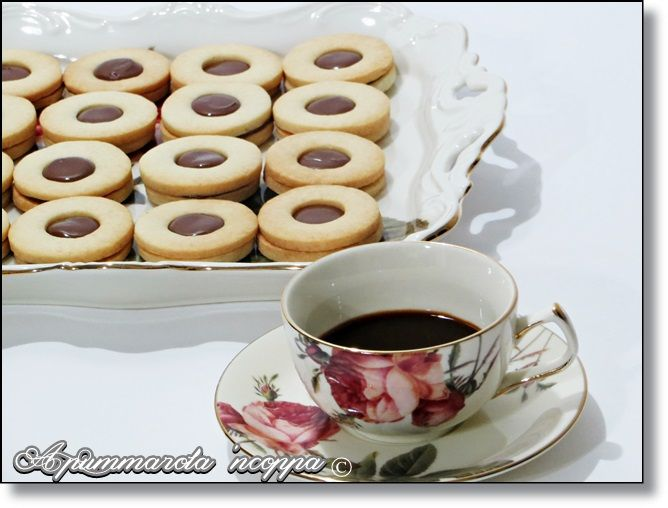 Shortbread Cookies with Hazelnut Filling