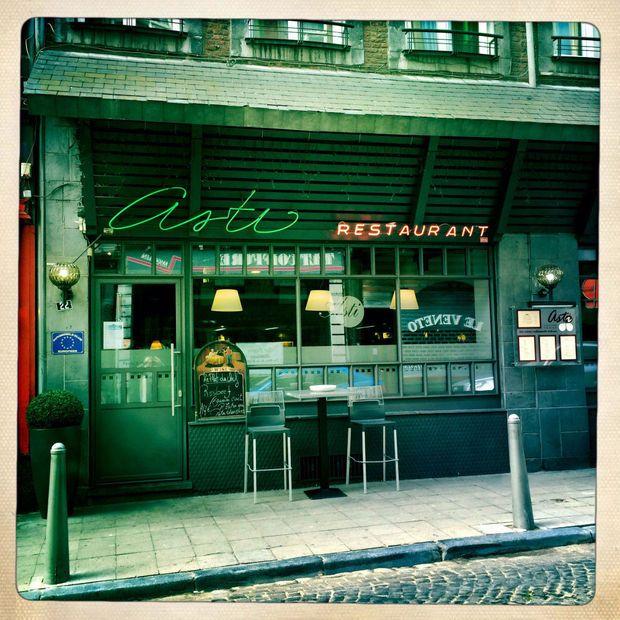 Institution liégeoise, l'Asti occupe un créneau à part. L'adresse  transcende le cadre trop réducteur de la cuisine italienne pour inscrire  son nom au registre des restaurants intemporels, des lieux avec  supplément d'âme, des patrimoines à préserver.