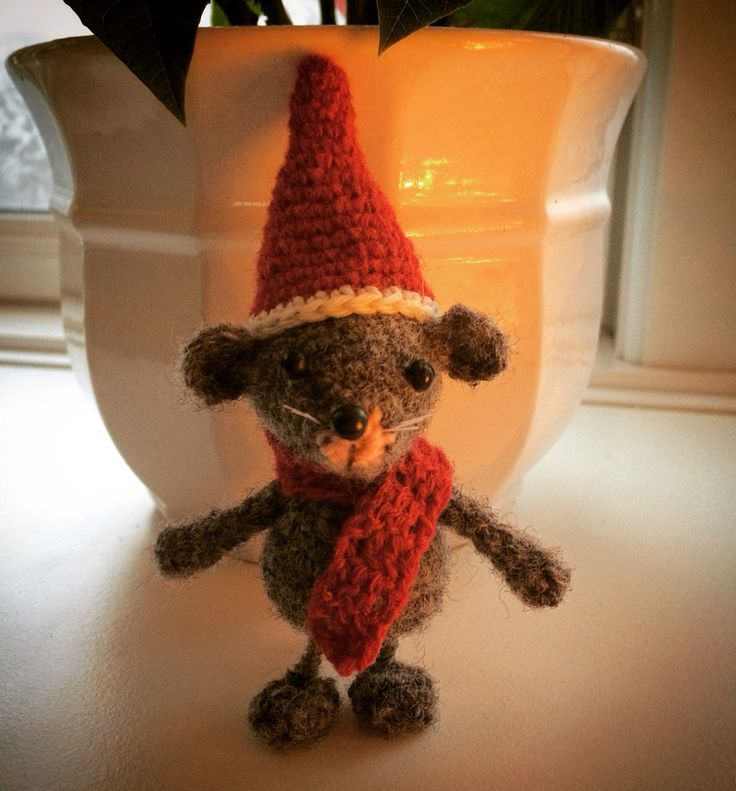 Another little crocheted mouse.