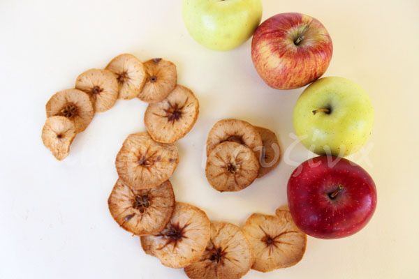 μικρή κουζίνα: Πώς αποξηραίνουμε μήλα στον φούρνο
