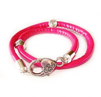 """Bransoletka damska różowa """"skarb miłości"""". Bransoletka z różowego rzemyka z dużym zapięciem w kształcie serca."""