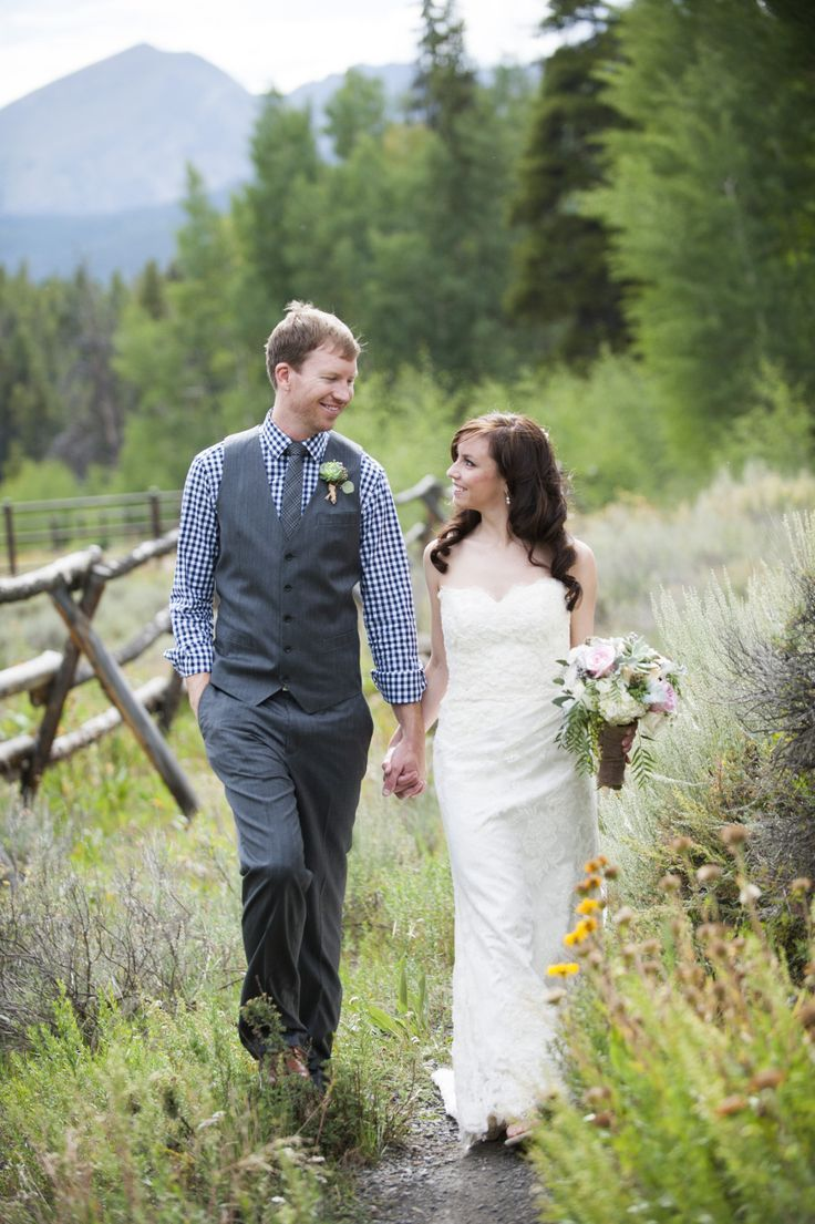 The Colorado dream team, i.e. Love This Day Events and Brinton Studios, is behind this beautifully rustic soiree and aside from the perfect Breckenridge weather
