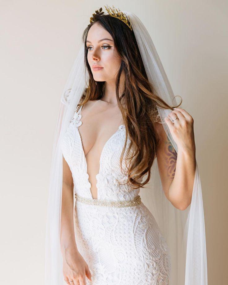 свадьба, свадебное платье, фата , вырез на платье, греческий венок , свадебный макияж, свадебная причёска , невеста , wedding dress , Greek style