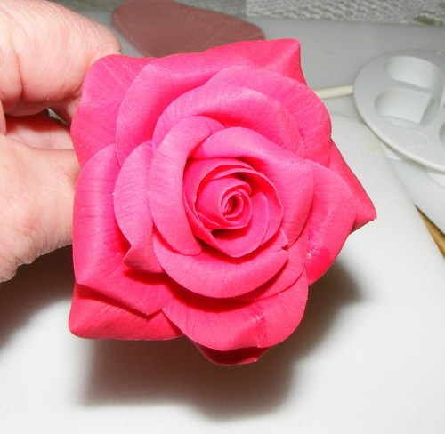 Step by step sugar rose tutorial with equipment list.