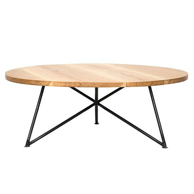 Konferenčný stolík NUTSANDWOODS sa pýši minimalistickou konštrukciou na kovových nohách s doskou z kvalitného dubového dreva. Svojim tvarom a kombináciou farieb pôsobí vzdušne, mladistvo a nadčasovo. Keď Philipp Roessler nemohol po dlhom hľadaní zohnať skutočne kvalitný drevený stôl, pustil sa do navrhovania nábytku sám. A tak v roku 2013 vznikla berlínska značka NUTSANDWOODS, pod ktorou Philipp ručne vyrába minimalistický nábytok z prírodných materiálov.