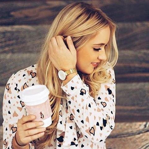 "Meridio (@meridioband) su Instagram: Repost @ninafunke:  Ein guter Morgen fängt bei mir definitiv mit einem Kaffee an☕️ Besonders mit…""  #meridioband #cupholder #javajacket #leather #delicious #madeinitaly #pink   Visit www.meridioband.com"