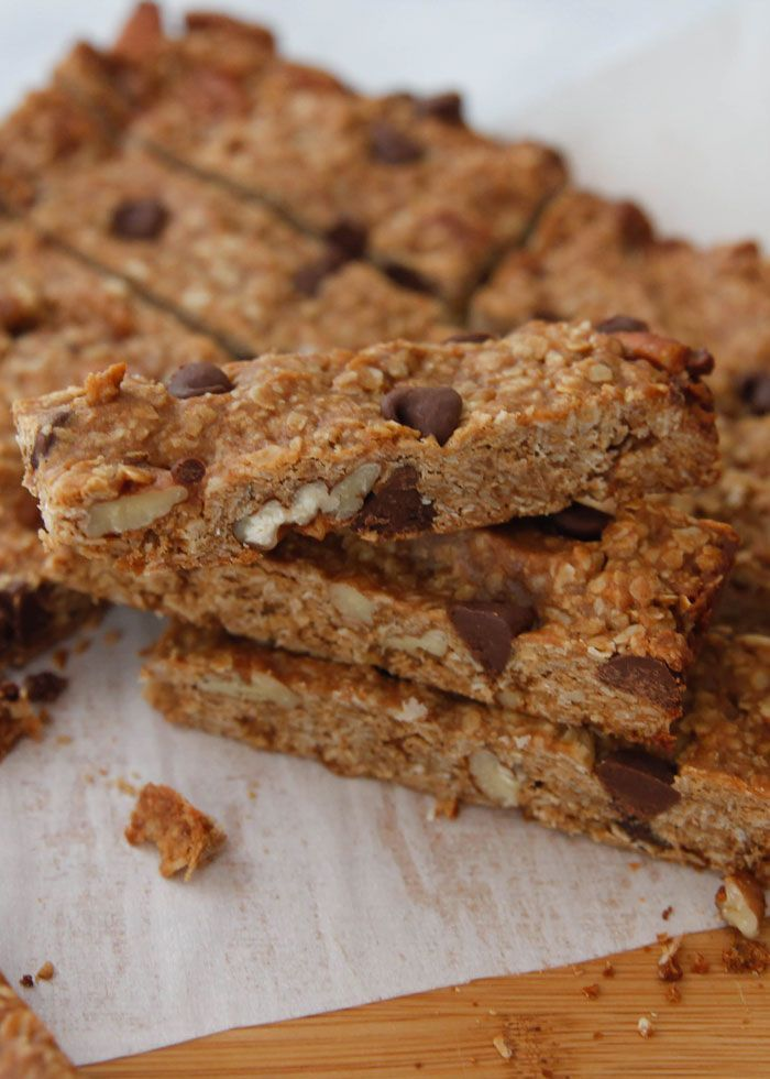 Peanut Butter Chocolate Chip Granola Bars-just a few ingredients in these simple to make bars will give you the energy to get through the day!
