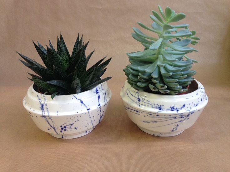 bloempotten+met+Delfts+blauwe+spetters+van+Inge+Simonis+ceramic+design+op+DaWanda.com