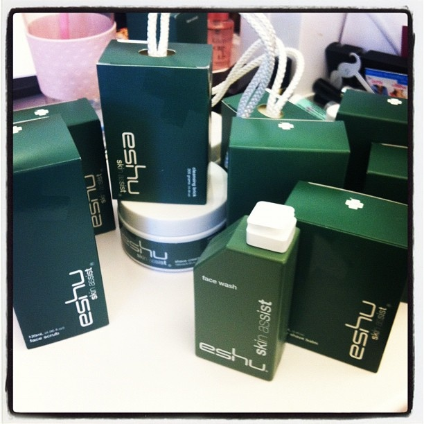 Australian men's brand, Eshu has v cool packaging. #bbdesktweets @Birchbox Man #birchbox http://birch.ly/xesH4x: Man Birchbox, Birchbox Http Birch Ly Xesh4X, Shower Stuff, Bbdesktweets Birchbox, Dude Shower