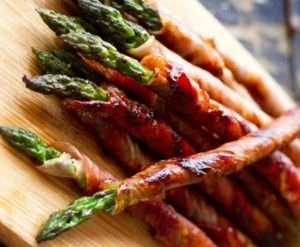 Prosciutto wrapped Asparagus - http://www.gr8dealsnation.com/prosciutto-wrapped-asparagus/