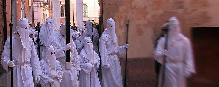 """Concorso """"Fiorenzo Serra"""": si comincia con le """"Tradizioni della Settimana Santa"""""""