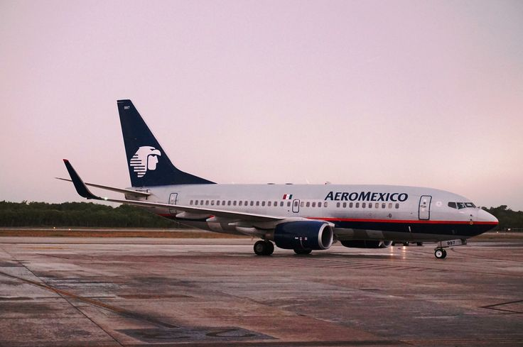 AeroMexico B737 at Cancun International Airport