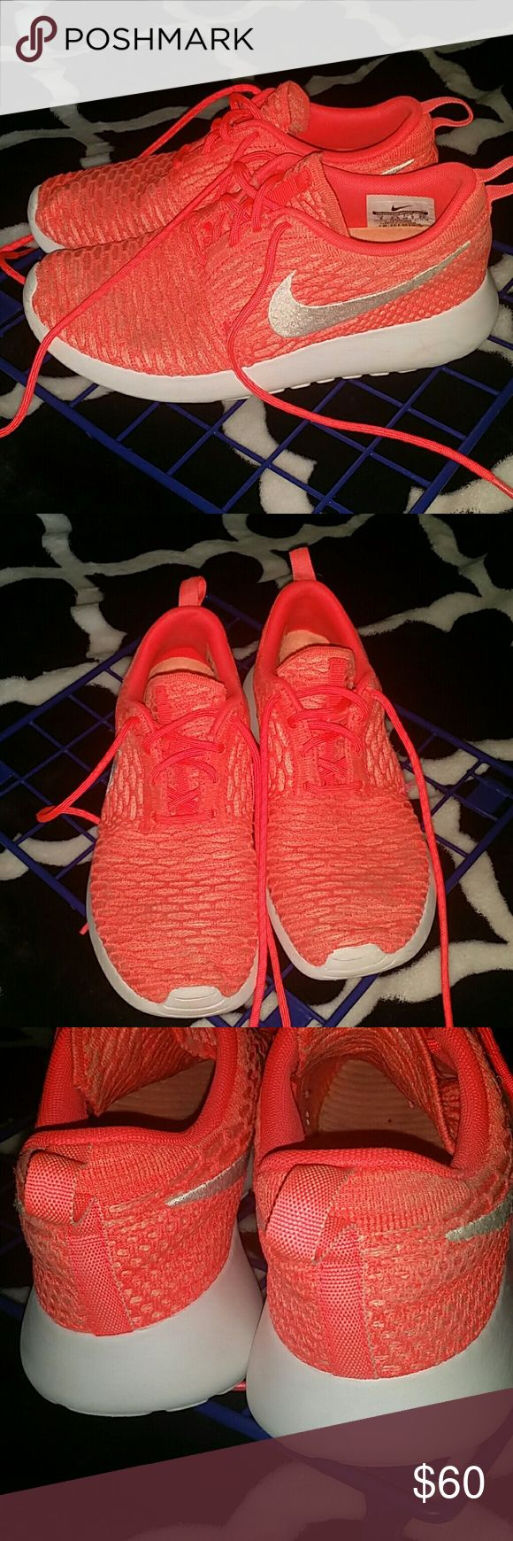 Nike flyknit roshes Like new. Some dirt but is is not noticable! No holes or rips. Cute!!! Nike Shoes Athletic Shoes
