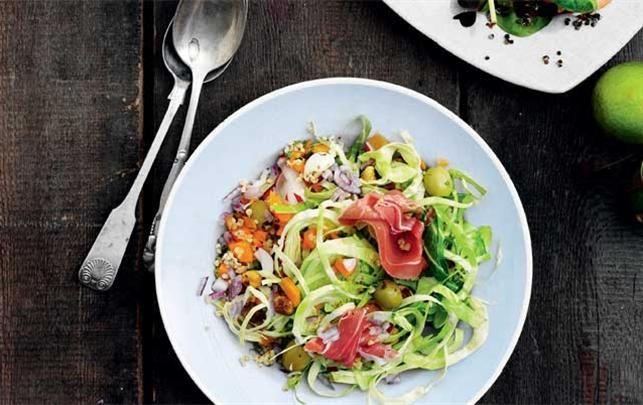 Spis dig til flad mave-salat (uden parmaskinke)