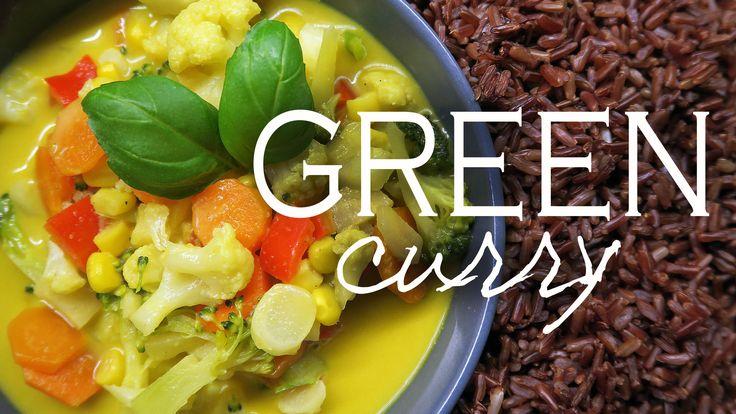 Green curry alebo po našom zelené kari, je skvelé Ázijské jedlo ktoré dostalo svoje meno po green curry paste – zmesi čerstvého korenia ako zelené čili papričky, koriander, cesnak, zázvor… Túto zmes si môžete z korenia sami vyrobiť alebo si pastu kúpiť a začať rozmýšľať nad tým, ako si pripraviť zelené kari. Na zeleninové kari …