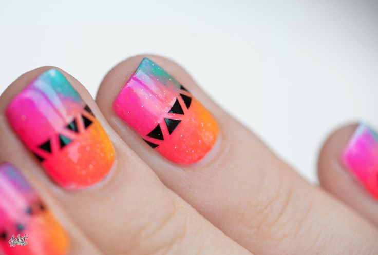 Neon and geometric nail art idea
