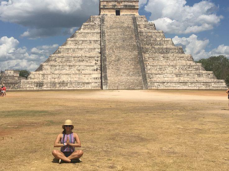 Esta localizado en la Península de Yucatán, en el Estado de Yucatán en México entre Valladolid y Mérida. Chichen Itzá fue una de las ciudades Mayas más grande. Hoy en día es uno de los lugares arq…