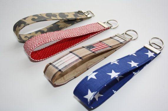 Bruin met Amerikaanse vlag SleutelhangersPolsbantje Key door TASAMA