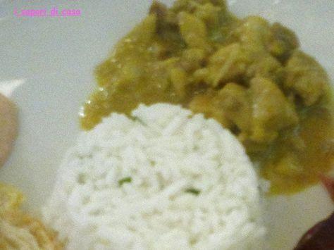 Bocconcini di pollo al curry con tortino di basmati al coriandolo