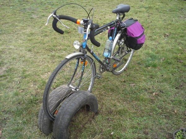 Cómo hacer un parking de bicicletas con neumáticos