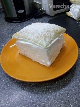 Hľadala som recept na haboš, aký nájdeme u nás bežne v cukrárni. Ale nenašla som... Tak som povymýšľala, pozliepala a ponúkam aj vám... :-)