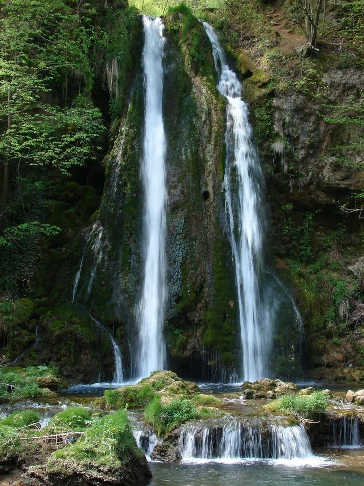 Pestera Vadu Crisului, judetul Bihor, Romania Cascada Vadu Crisului