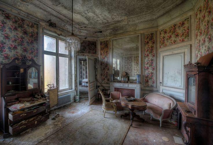 Inside Chateau Noisy/Miranda Castle | Abandoned, but not ...
