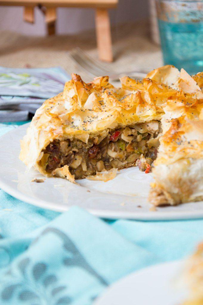 La pastela moruna de pollo nos encanta, es fácil de elaborar y llena de matices dulces y especiados. Receta paso a paso.