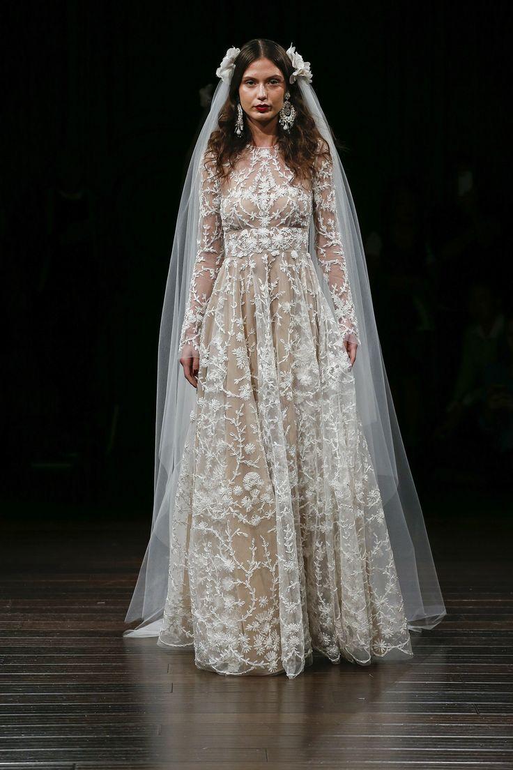Leslie knope wedding dress   best red carpet images on Pinterest  Burgundy rugs Red carpet