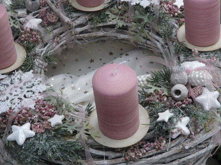 die besten 25 rosa kranz ideen auf pinterest. Black Bedroom Furniture Sets. Home Design Ideas