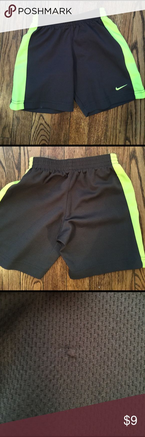 Boys Nike shorts size 5 grey with green detail In great shape small snag on back as seen in photo. Priced to sell. Nike Bottoms Shorts