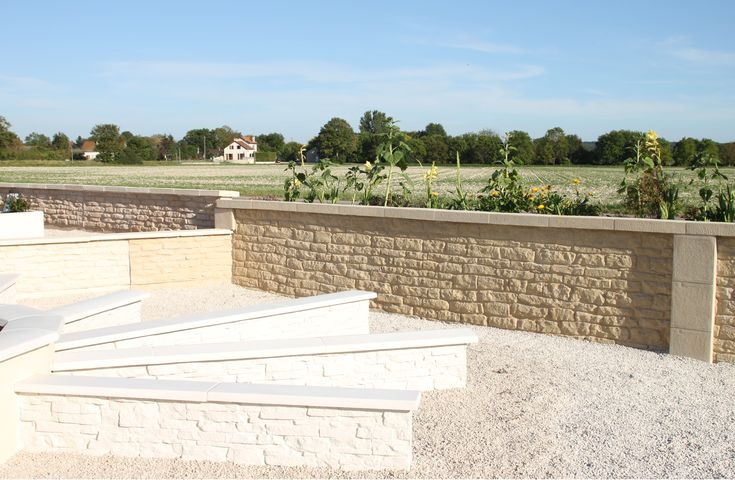Muret de jardin en béton préfabriqué, imitation pierres de Bourgogne - fabricant de garage prefabrique