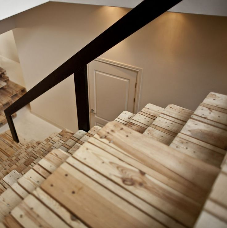 pallet stair - love the nail holes