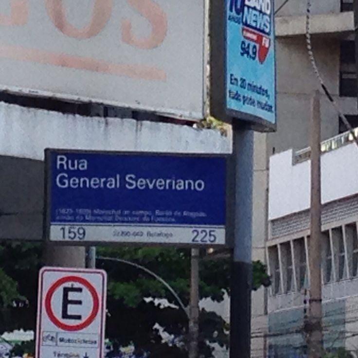 Importante esquina no Rio de Janeiro. Caminhando e cantando e seguindo a canção....  #donniaraujo #avidaébela #rocknroll #rock #rj40graus #riodejaneiro #cidademaravilhosa #ruageneralseveriano #botafogooficial #botafogofuteboleregatas