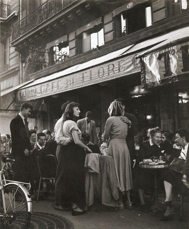 Robert Doisneau / Le Café de Flore, Paris 1945