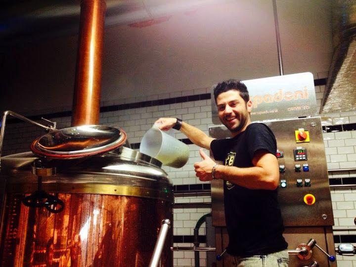 Nella foto, il birraio Marco Umberto Calabria mentre prepara una delle sue ricette. Innamorato della birra artigianale (e dell'homebrewing) dal 2010, quest'estate ha coronato il suo sogno creando la sua beer firm, la Jungle Juice Brewing. http://www.excantia.com/produttori/jungle-juice-brewing